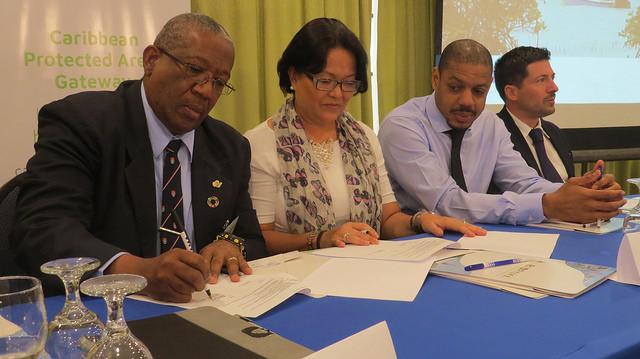 The signature of the IUCN – UWI agreement